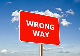 A red rectangualr sign saying WRONG WAY