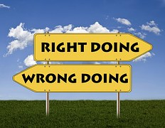 2 yellow signs pointing in opposite directions, one reading RIGHT DOING and the other WRONG DOING as part of How to Start and Run an Online Business Successfully (Part I)