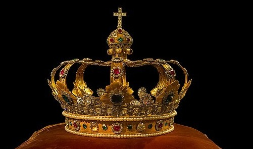A majestic crown to signify is content king?