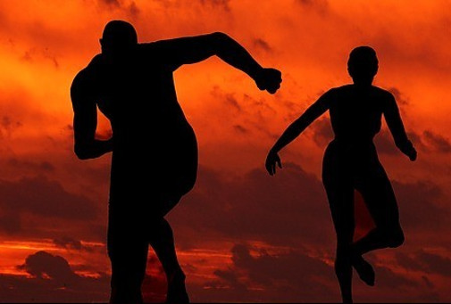 silhouettes-of-a-man-and-woman-dancing-against-the-sunset-to-signify-summary-list-of-90-reasons-why-90-percent-of-online-businesses-fail-part-v-the-competition