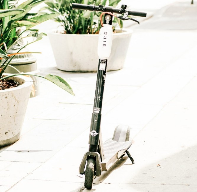 Stationary electric scooter