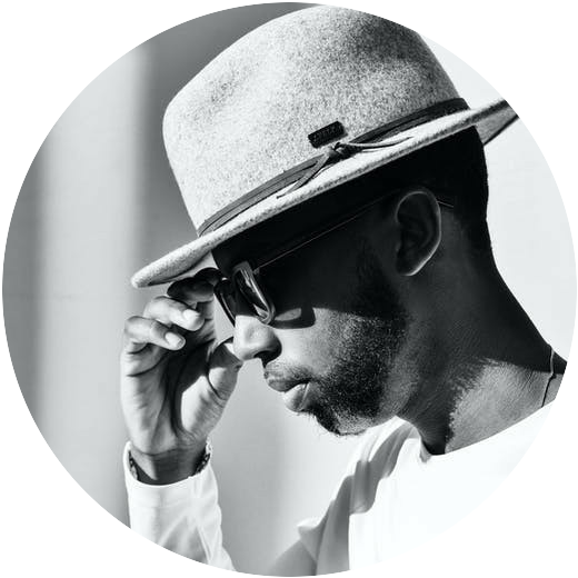 Man wearing a hat to signify What are black hat, white hat and grey hat link building techniques?