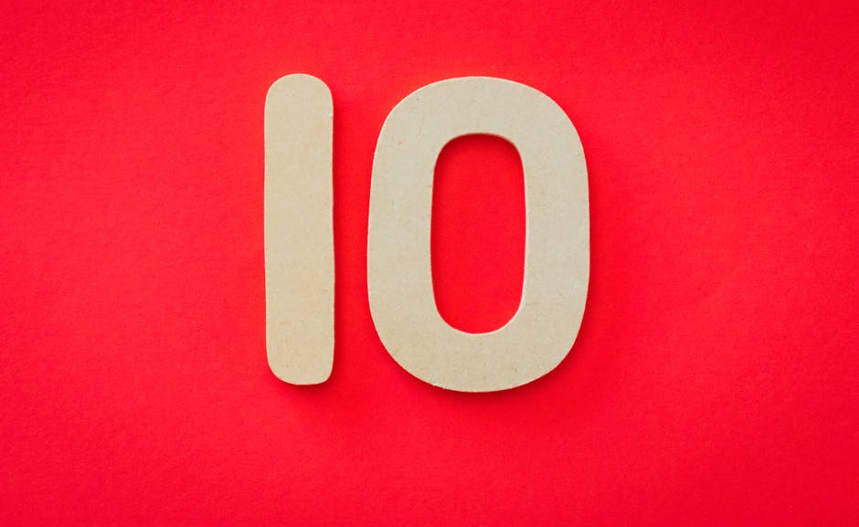 The figure 10 written in white on a bright red background to signify 10 Factors we use when writing our MLM reviews